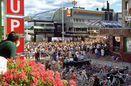 Kulttuurityrkyt Nisulankulman edustalla kesällä 1996. Kuva Jussi Jäppinen