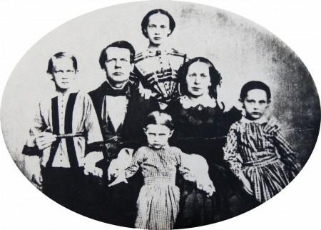 Wolmar ja Matilda Schildt lapsineen noin vuonna 1860. Lapset vasemmalta: Onni, Aina, Ilma ja Saima.