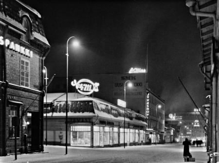 Tawastinkulma yöllä noin 1950. Kuva Tauno Valkonen. Keski-Suomen museo.