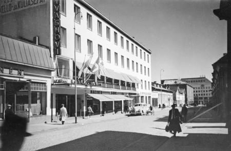 Hotelli Jyväshovi kesällä 1950. Kuva Keski-Suomen museo.